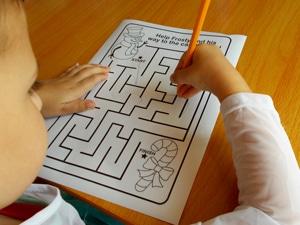 3 easy Christmas Games for Kids Santa-Maze