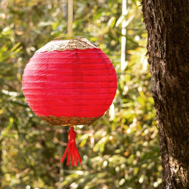 I love HK this time of year! ❤ and my favourite decoration of all are the variety of red lanterns.🏮 so I had to include one in our February CNY box.   Can you tell what I used for the gold decoration? If you want a clue, scroll down to my previous posts 😉